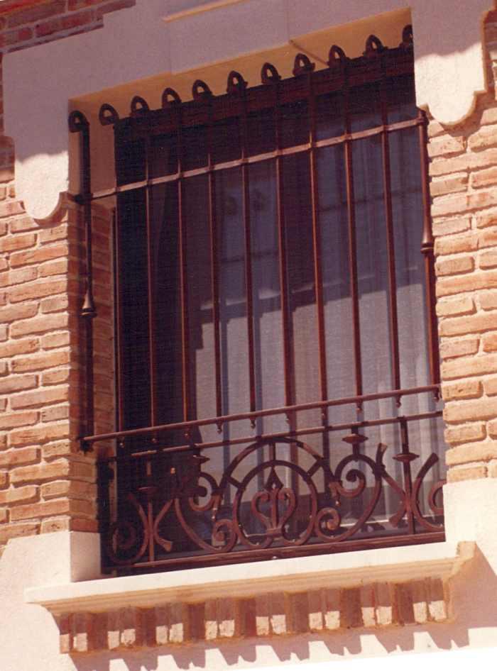 Rejas para ventanas de forja gremi de serrallers de - Mejor pintura para hierro exterior ...